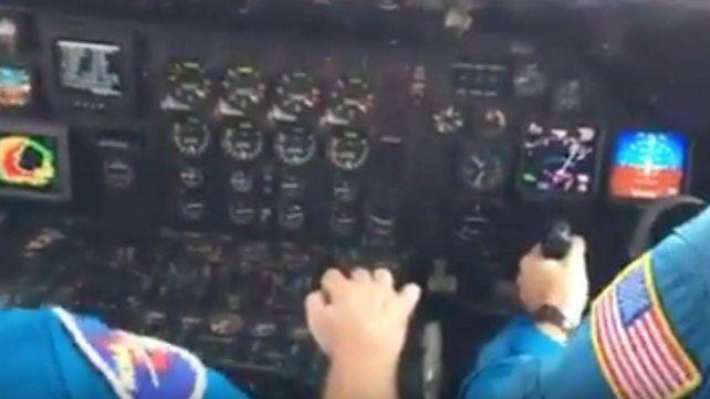 Graban el momento exacto en el que un avión pasa por el ojo del huracán Matthew