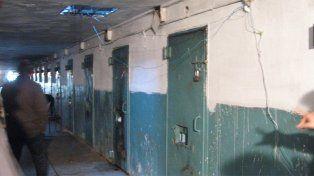 Por dentro. La recorrida nocturna se realizó por la Unidad Penal 15 de Batán.