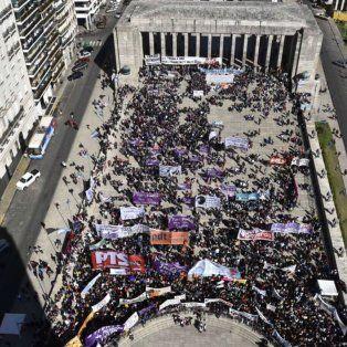 El Patio Cívico del Monumento, esta mañana, sede del Encuentro de Mujeres.