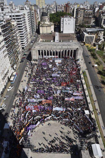 Con un encendido discurso contra la violencia y las injusticias se inauguró el Encuentro Nacional de Mujeres