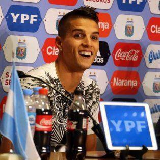Erik Lamela y Mateo Musacchio durante la rueda de prensa en Ezeiza.