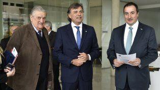 Premio. El presidente de GM Argentina premió a Pesado Castro Motors.