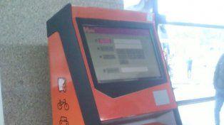 Las máquinas no cargan las tarjetas y habrá que esperar hasta el martes.