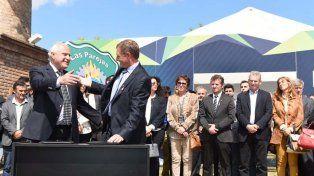Acontecimiento. El gobernador participó de una nueva edición de la muestra pyme de Las Parejas.