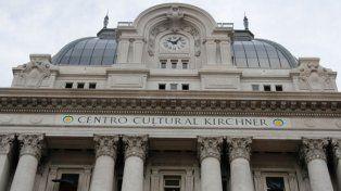 Polémica. El Centro Cultural Néstor Kirchner funciona en el viejo Palacio de Correos. Quieren cambiarle el nombre.