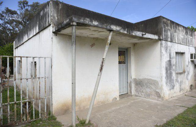 Agonizante. Segundo fue hallado maniatado por su esposa en su casa de Cafferata al 2000 de Villa Gobernador Gálvez.