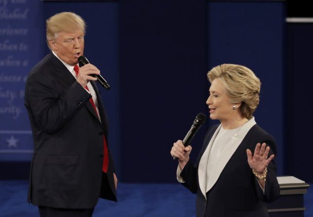 Con todo. Trump y Hillary Clinton se enfrentaron anoche en St. Louis