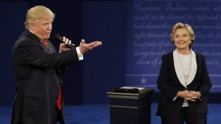 Trump desafió a Clinton en un debate picante.