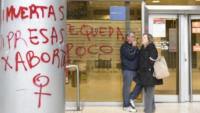 El municipio estima una inversión importante para reparar los daños por las pintadas