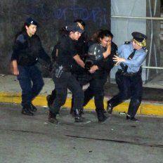 el parte medico de los policias, mujeres y trabajadores de prensa heridos al final de la marcha