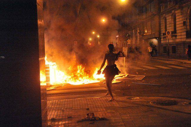 En el microcentro rosarino hubo choques entre algunas de las manifestantes y personal policial.