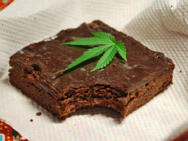 El joven no les avisó a sus compañeros que la torta tenía marihuana.
