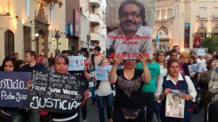 Juan Viroche. Los tucumanos reclaman por la muerte del sacerdote.