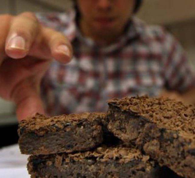 Bocado. Todos los universitarios que comieron los brownies se descompusieron.