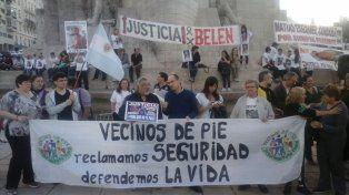 Familiares de víctimas y manifestantes se reunieron en el Monumento a la Bandera.