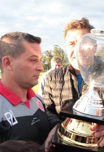 Logro. El trofeo de la copa Interligas.