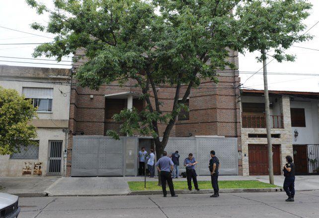 Acribillada. La casa del médico Omar Ulloa fue atacada a tiros y después él fue golpeado en su consultorio céntrico.