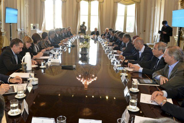 Gabinete. El presidente Macri presidió una reunión con sus ministros para afinar la oferta a los sindicalistas.