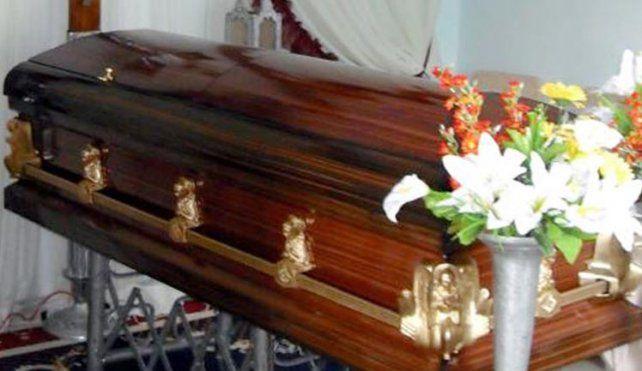 Investigan si una mujer que era velada a cajón cerrado estaba viva