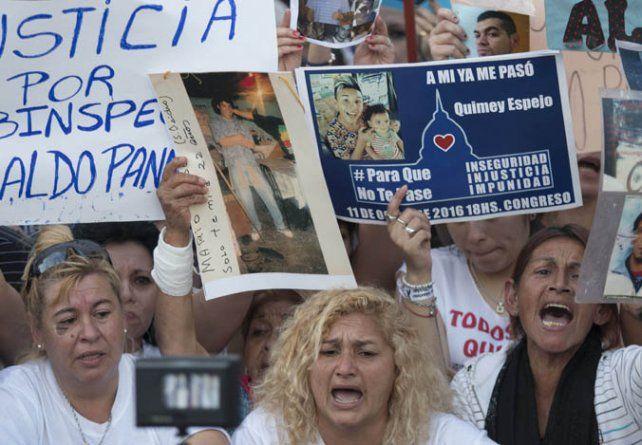 Protesta. El acto fue organizado por familiares de víctimas de delitos.