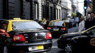 Proponen que los taxistas puedan cancelar multas por medio de traslados solidarios