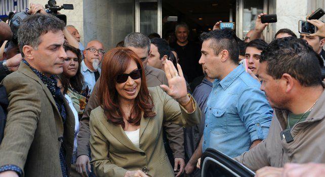 La ex presidenta Cristina Fernández de Kirchner se retira de Tribuinales