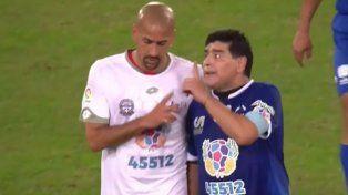 Maradona y Verón se cruzaron en el Partido por la Paz