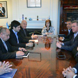 El gobernador Miguel Lifschitz y el ministro de Seguridad Maximiliano Pullaro se reunieron en Capital con la ministra Bullrich.