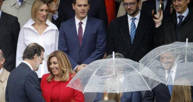 Celebración. Rajoy saluda a la socialista andaluza Susana Díaz.