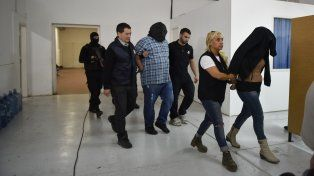 Operativo. Unos 200 efectivos realizaron ayer una veintena de allanamientos en sectores muy exclusivos de la ciudad.