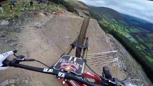 Así se siente bajar por el circuito de mountain bike más peligroso del mundo