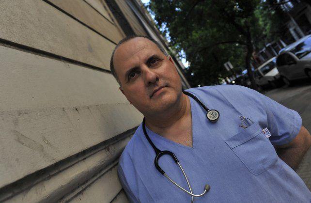 Prefiero pensar que Dios existe a pesar de todo, confiesa el pediatra Carlos Rodríguez