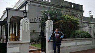 El frente de la casa que Mauro Icardi le regaló a su familia en la ciudad.
