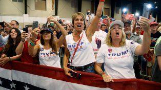Todas con Donald. Un grupo de fans de Trump durante una acto ayer