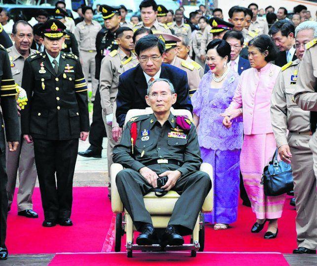 Semidiós. El monarca tailandés apareció por última vez en público en enero.