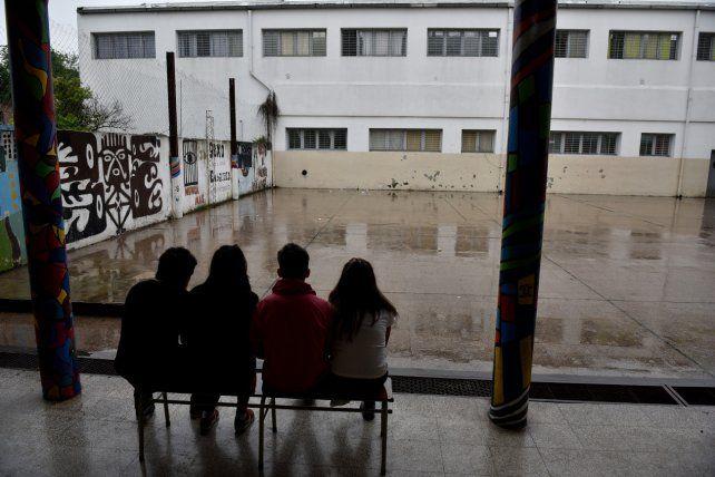 Bajo la lluvia. Las condiciones climáticas no impidieron reflexionar