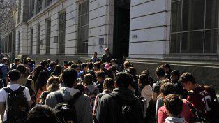 Uno de los casos. Alumnos desalojados del Instituto Politécnico.