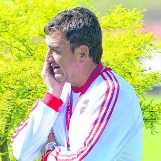 Días intensos. El técnico estuvo internado pero a pesar de eso no hará reposo porque hoy quiere estar junto al equipo.
