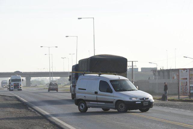 Peligro. Los conductores se ven obligados a realizar riesgosas maniobras.