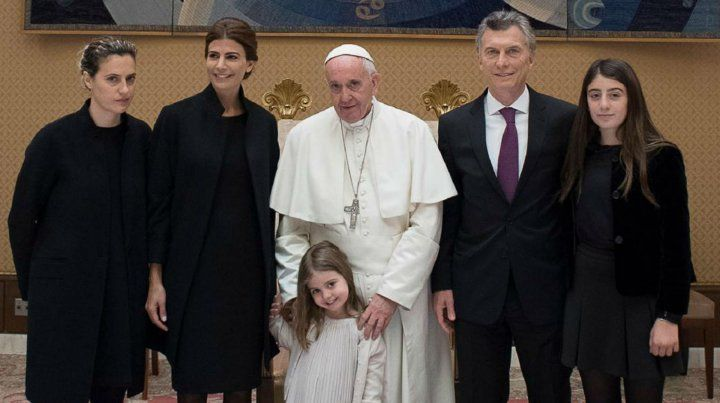 El Papa Francisco se reunió con el presidente Mauricio Macri y su familia.