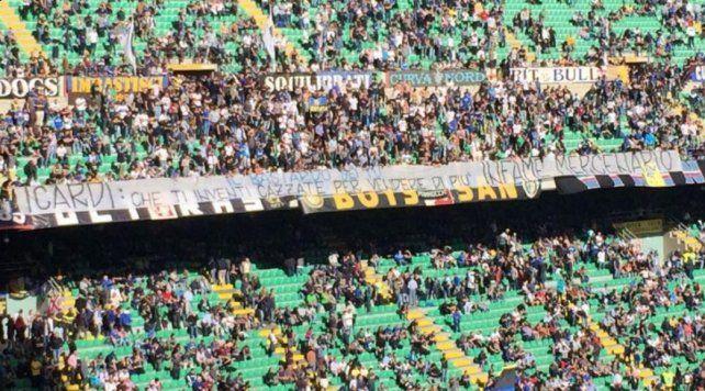 Tarde negra para Icardi que erró un penal y fue insultado por los hinchas con agresivas banderas