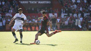 Nehuén Paz volvió al equipo titular para reemplazar a Voboril.