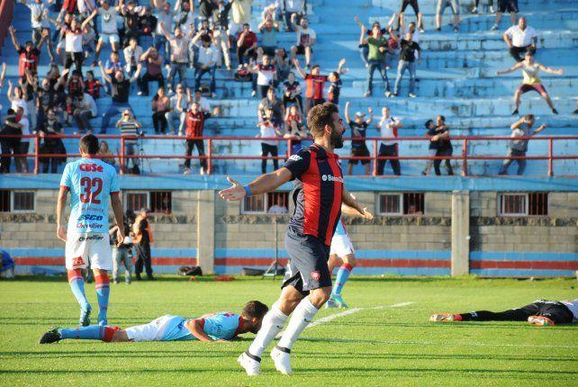 Los tres tantos fueron convertidos por el atacante de San Lorenzo Martín Cauteruccio.