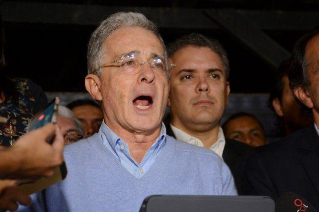 Uribe exige cambios de fondo a Santos