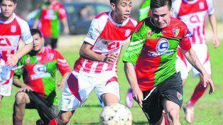 Va al frente. Agustín Lavezzi inicia un ataque del Coronel. Con garra y corazón Aguirre festejó en el final del partido.