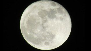 La Súper Luna de octubre brilló anoche con un tamaño más grande del habitual