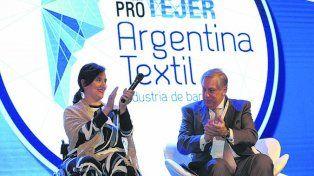 Pro textil. Michetti y el presidente de Pro Tejer