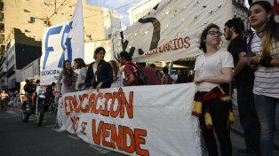 Los estudiantes secundarios se manifestaron en contra del Operativo Aprender