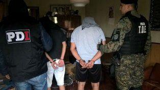 Dos de los detenidos esta mañana. Están acusados de integrar una banda.
