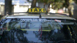 El hombre tenía prohibición de acercase a su ex y no dudó en llevarse un taxi para hacerlo.